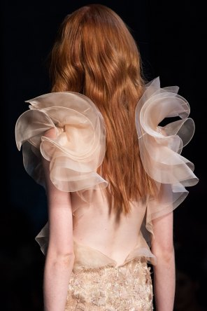 RALPH-and-RUSSO-close-ups-fall-2015-couture-the-impression-037