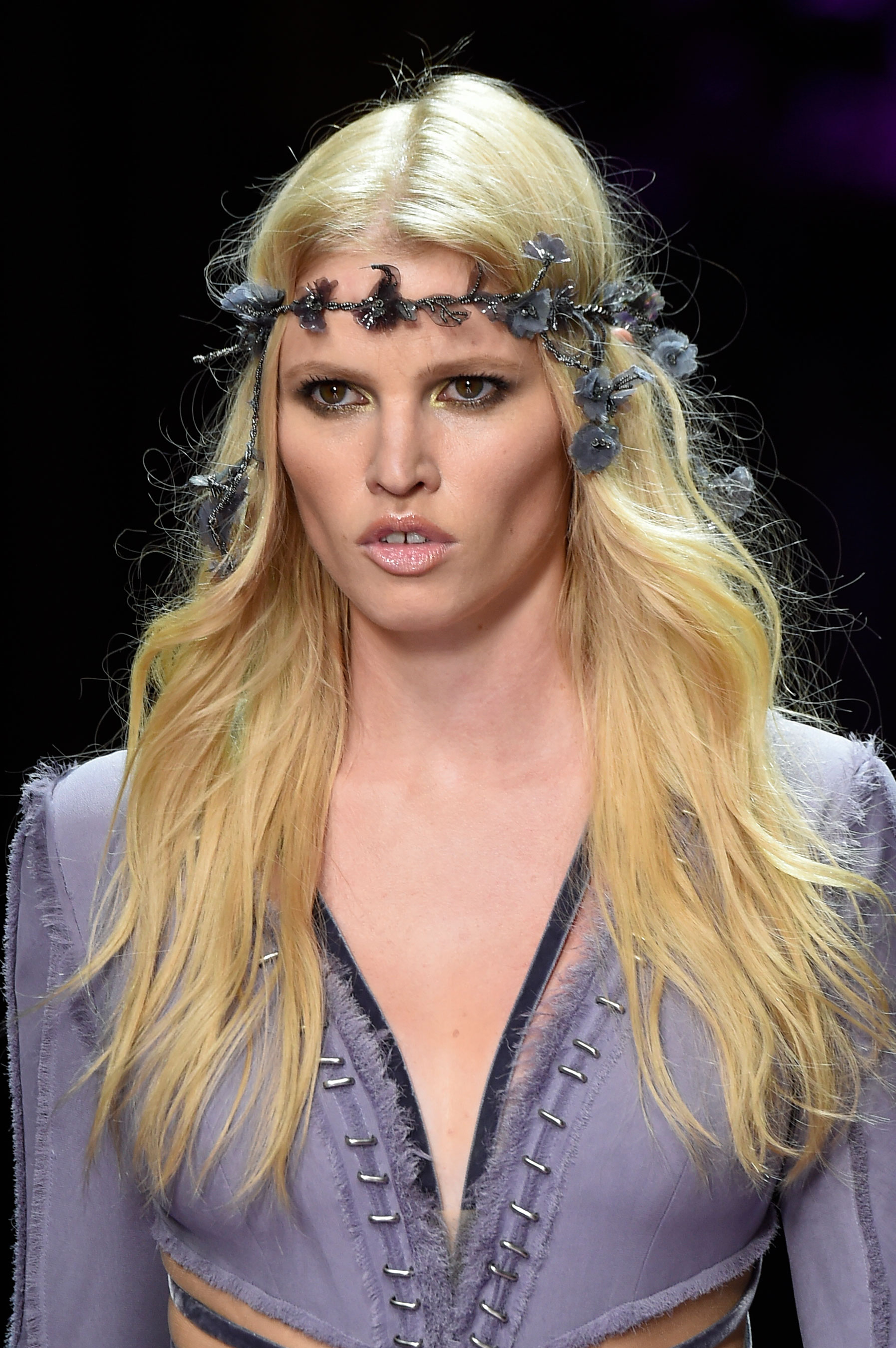 atelier-versace-close-ups-fall-2015-couture-the-impression-003