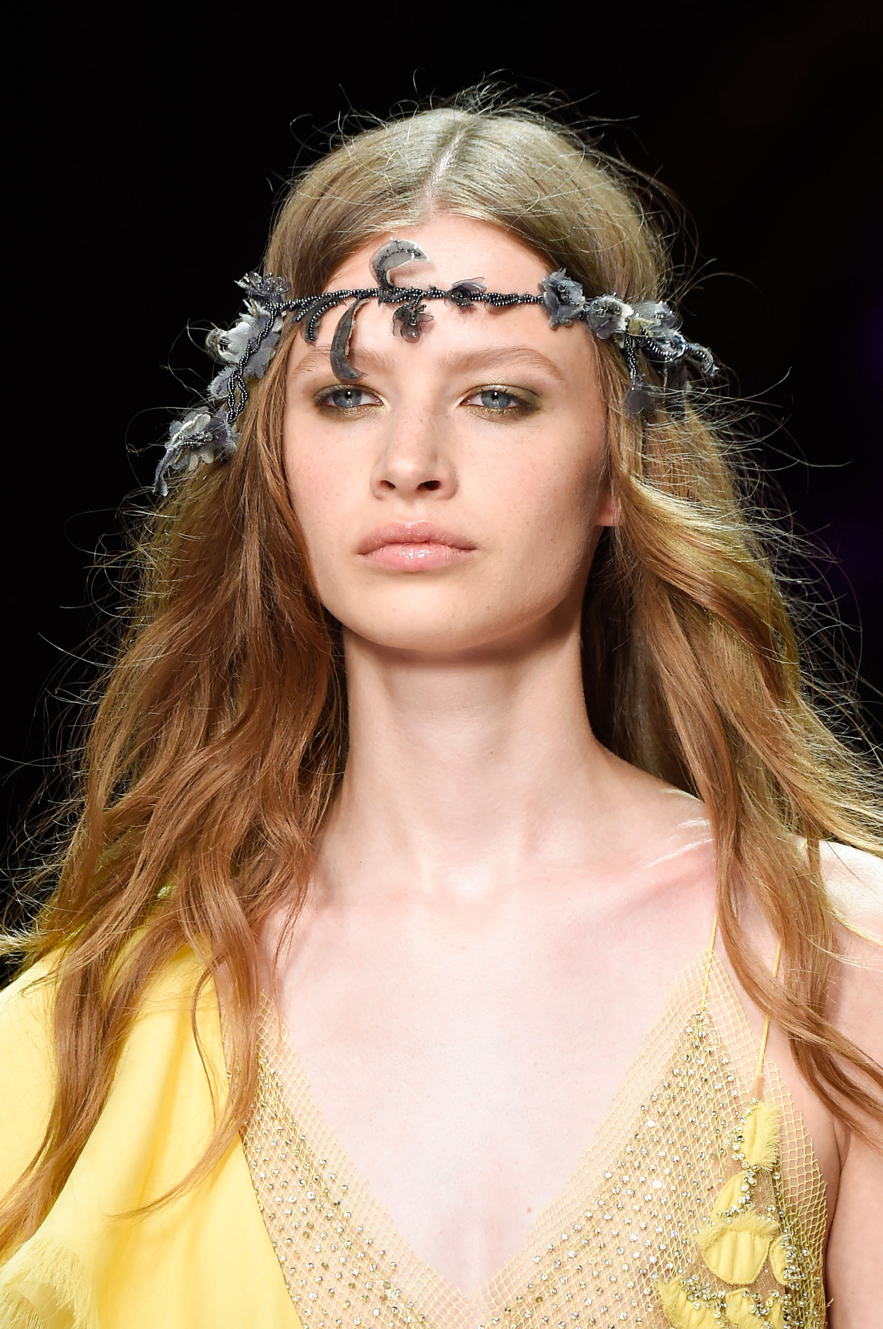 atelier-versace-close-ups-fall-2015-couture-the-impression-041