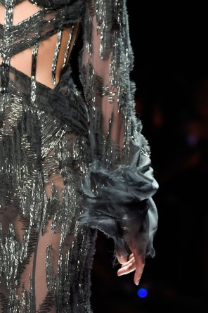 atelier-versace-close-ups-fall-2015-couture-the-impression-170