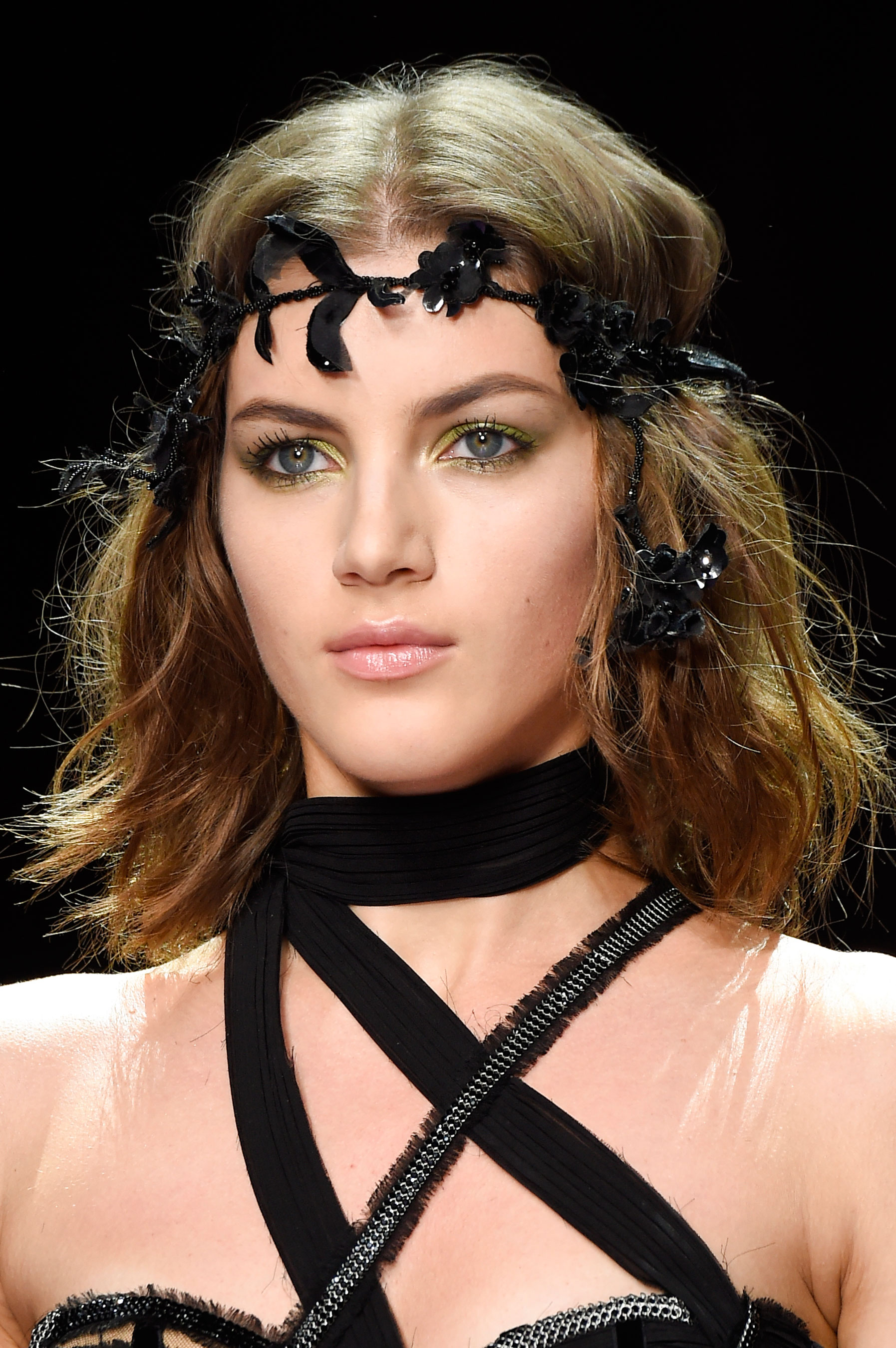 atelier-versace-close-ups-fall-2015-couture-the-impression-174