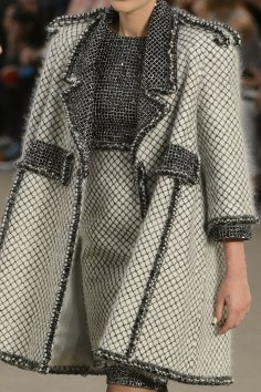chanel-close-ups-fall-2015-couture-show-the-impression-093