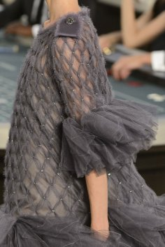 chanel-close-ups-fall-2015-couture-show-the-impression-154