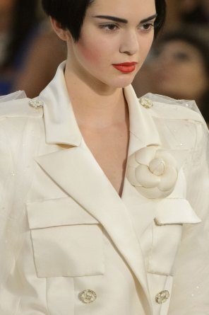 chanel-close-ups-fall-2015-couture-show-the-impression-206