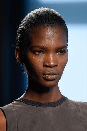 Bottega-Veneta-runway-beauty-spring-2016-close-up-fashion-show-the-impression-010