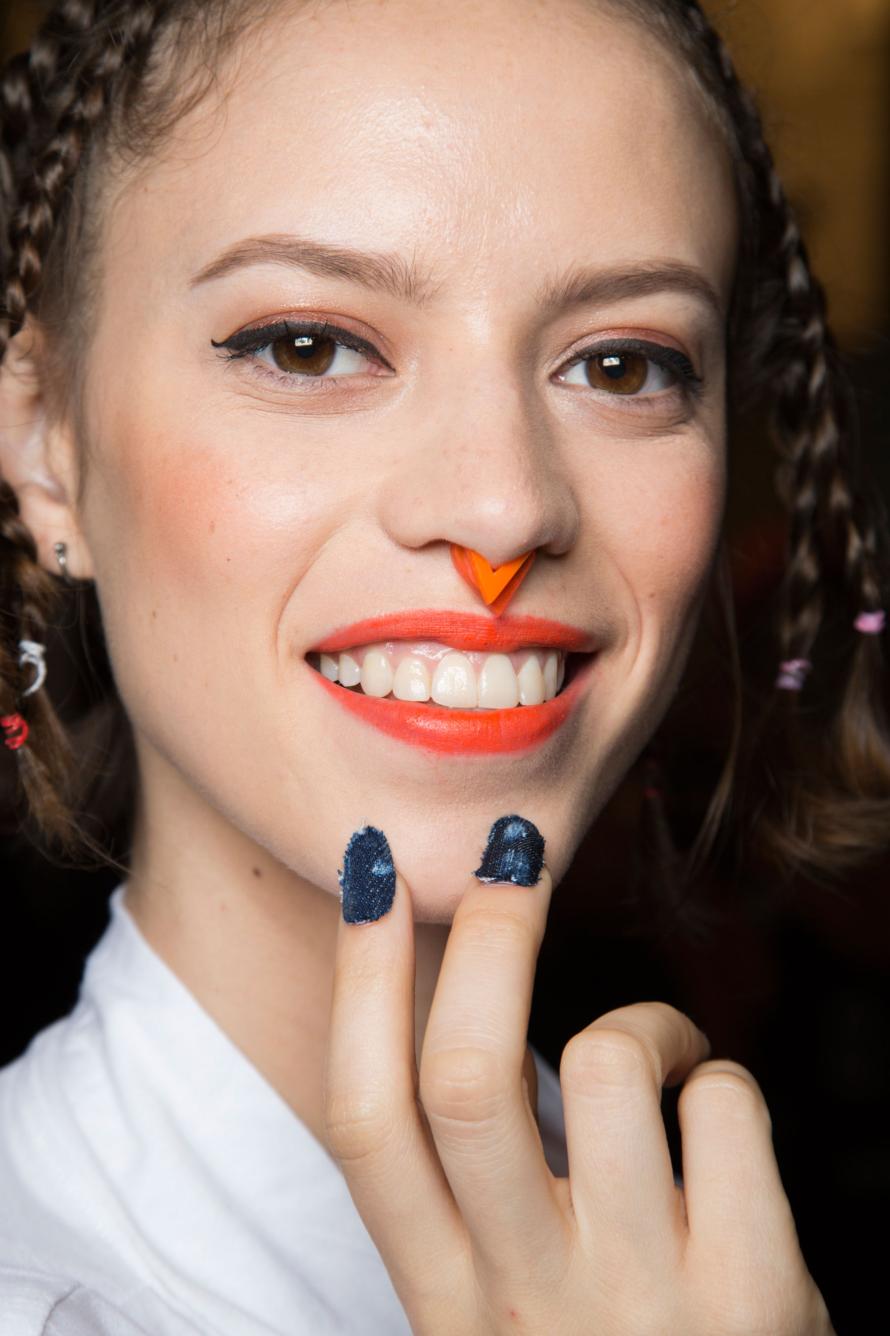 Desigual-beauty-backstage-spring-2016-fashion-show-the-impression-10