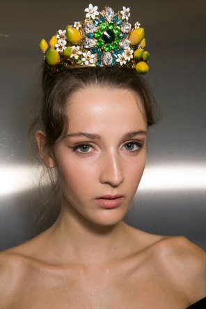 Dolce-and-Gabanna-backstage-beauty-spring-2016-fashion-show-the-impression-009