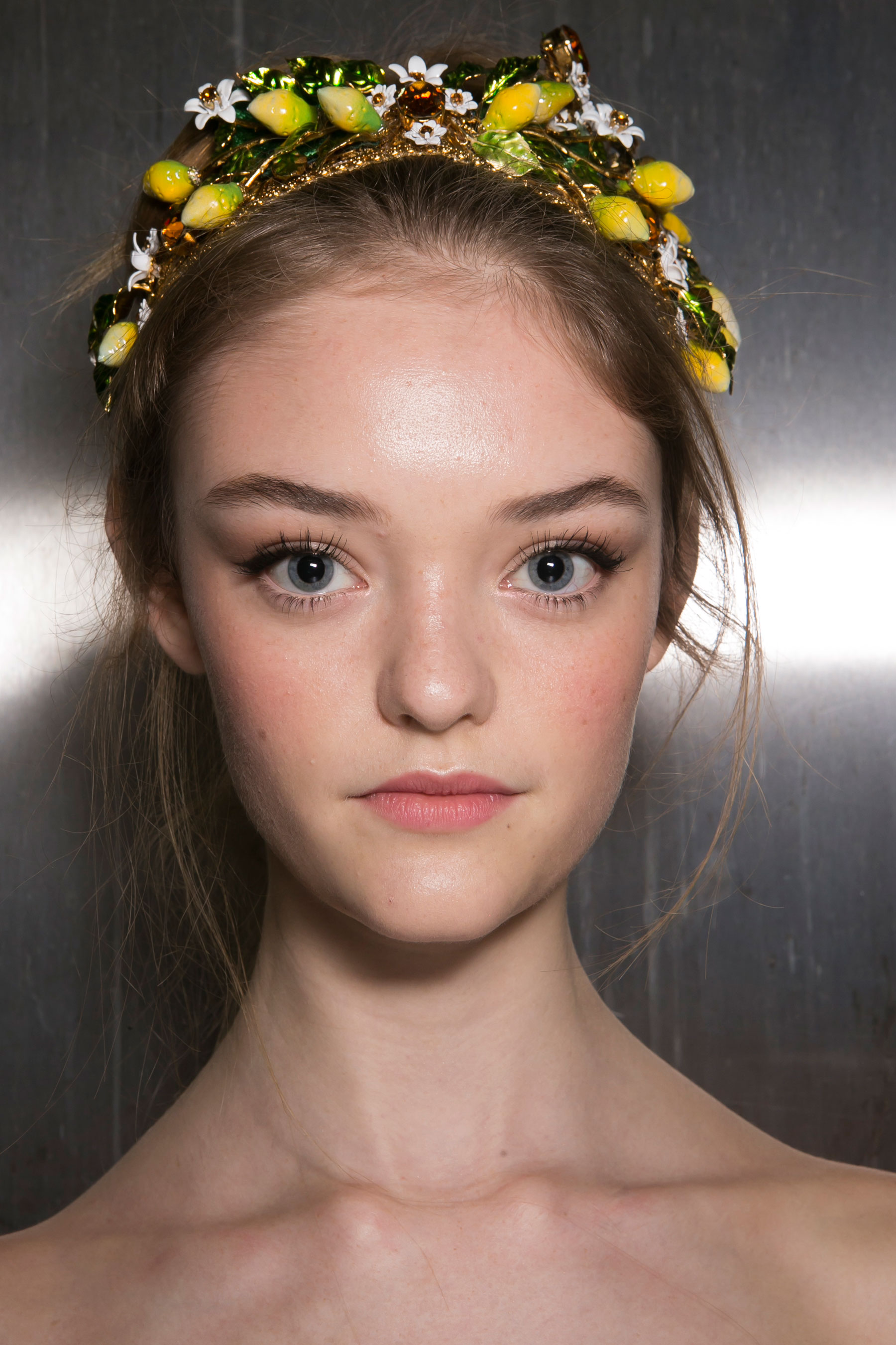 Dolce-and-Gabanna-backstage-beauty-spring-2016-fashion-show-the-impression-030