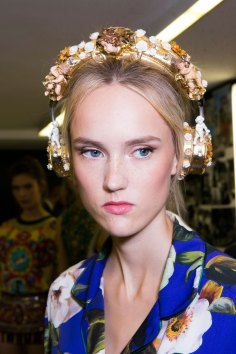 Dolce-and-Gabanna-backstage-beauty-spring-2016-fashion-show-the-impression-048