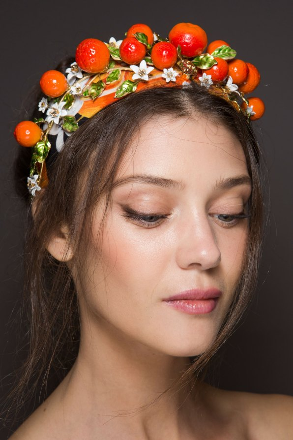 Dolce-and-Gabanna-backstage-beauty-spring-2016-fashion-show-the-impression-079
