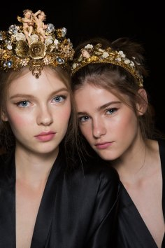 Dolce-and-Gabanna-backstage-beauty-spring-2016-fashion-show-the-impression-089