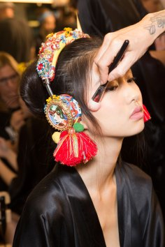 Dolce-and-Gabanna-backstage-beauty-spring-2016-fashion-show-the-impression-099