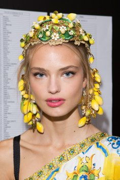 Dolce-and-Gabanna-backstage-beauty-spring-2016-fashion-show-the-impression-105