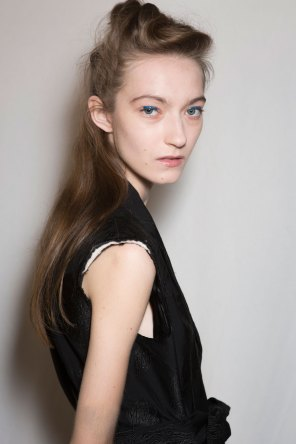Dries-van-Noten-spring-2016-beauty-fashion-show-the-impression-20