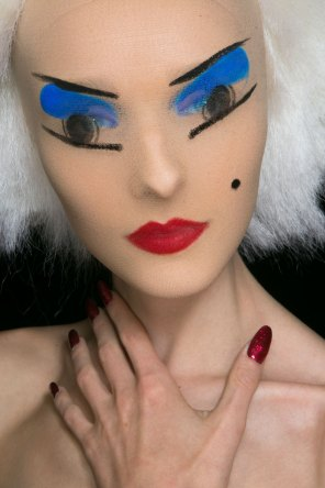 Gareth-Pugh-beauty-spring-2016-fashion-show-the-impression-075