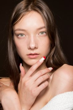 Gucci0-backsatge-beauty-spring-2016-fashion-show-the-impression-041