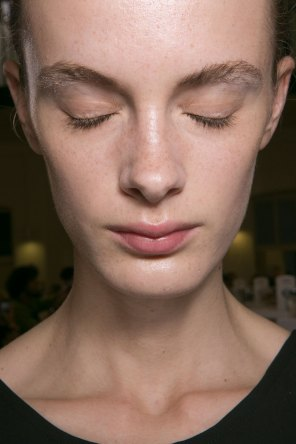 JW-Anderson-beauty-spring-2016-fashion-show-the-impression-018