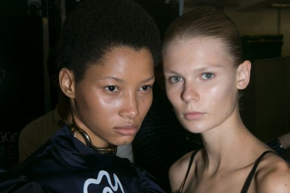 JW-Anderson-beauty-spring-2016-fashion-show-the-impression-032