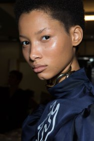 JW-Anderson-beauty-spring-2016-fashion-show-the-impression-065