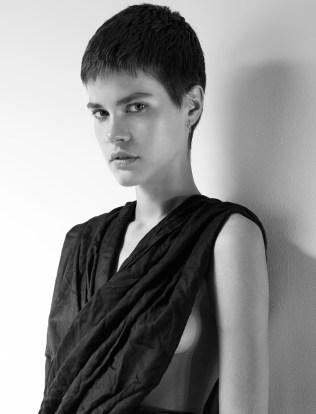Kris model photo
