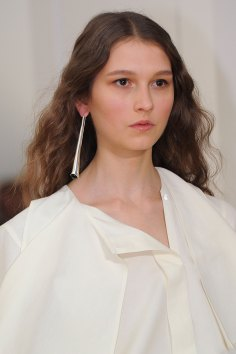 Lemaire-spring-2016-runway-beauty-fashion-show-the-impression-01