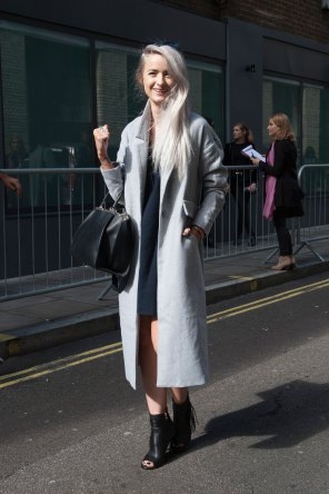 London-Fashion-Week-Street-Style-Day-1-spring-2016-the-impression-025