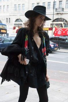 London-fashion-week-street-Style-Day-3-spring-2016-fashion-show-the-impression-039