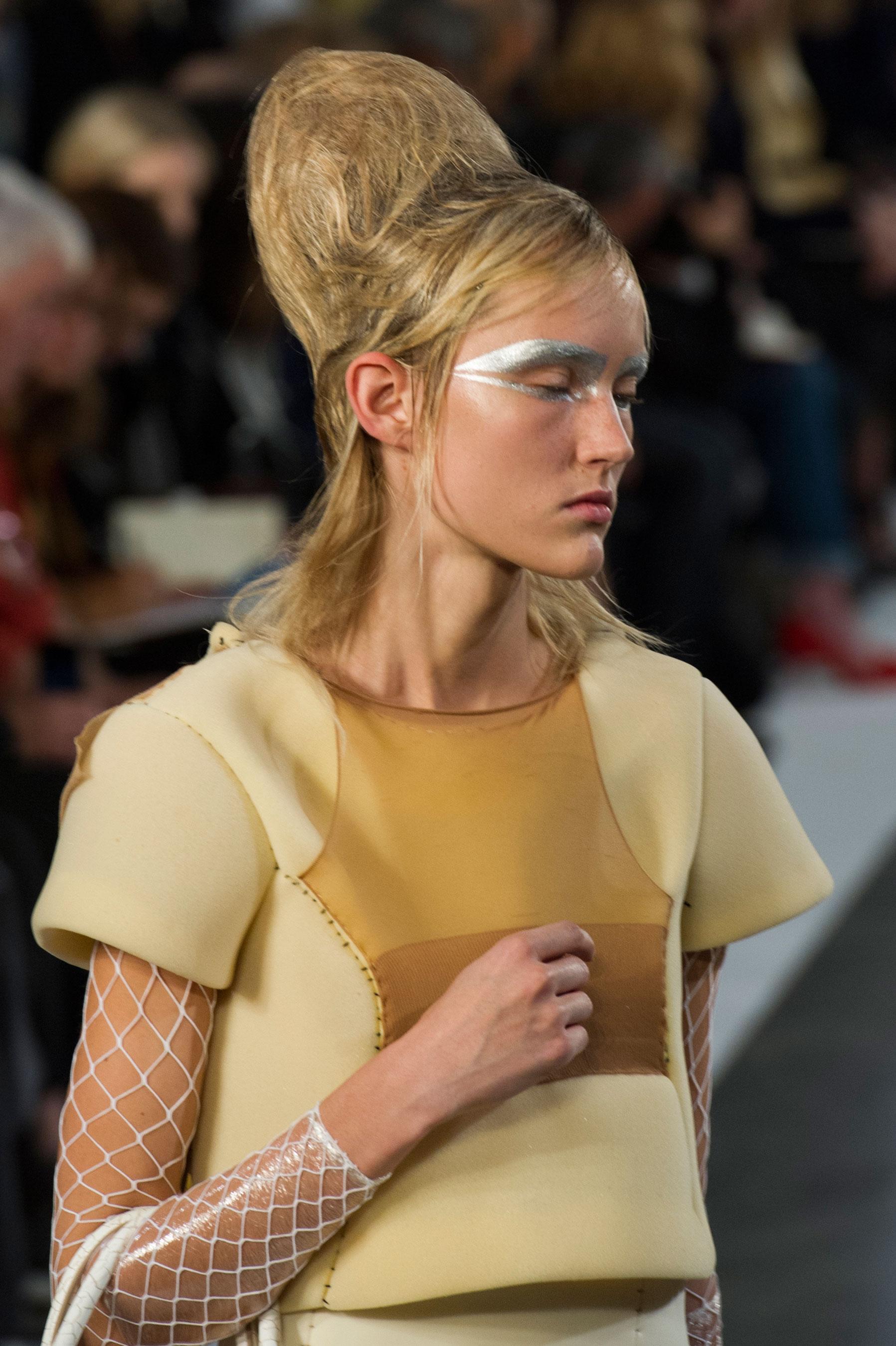 Maison-Margiela-spring-2016-runway-beauty-fashion-show-the-impression-097