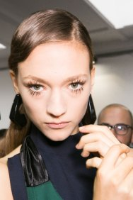 Marni-backstage-beauty-spring-2016-fashion-show-the-impression-044