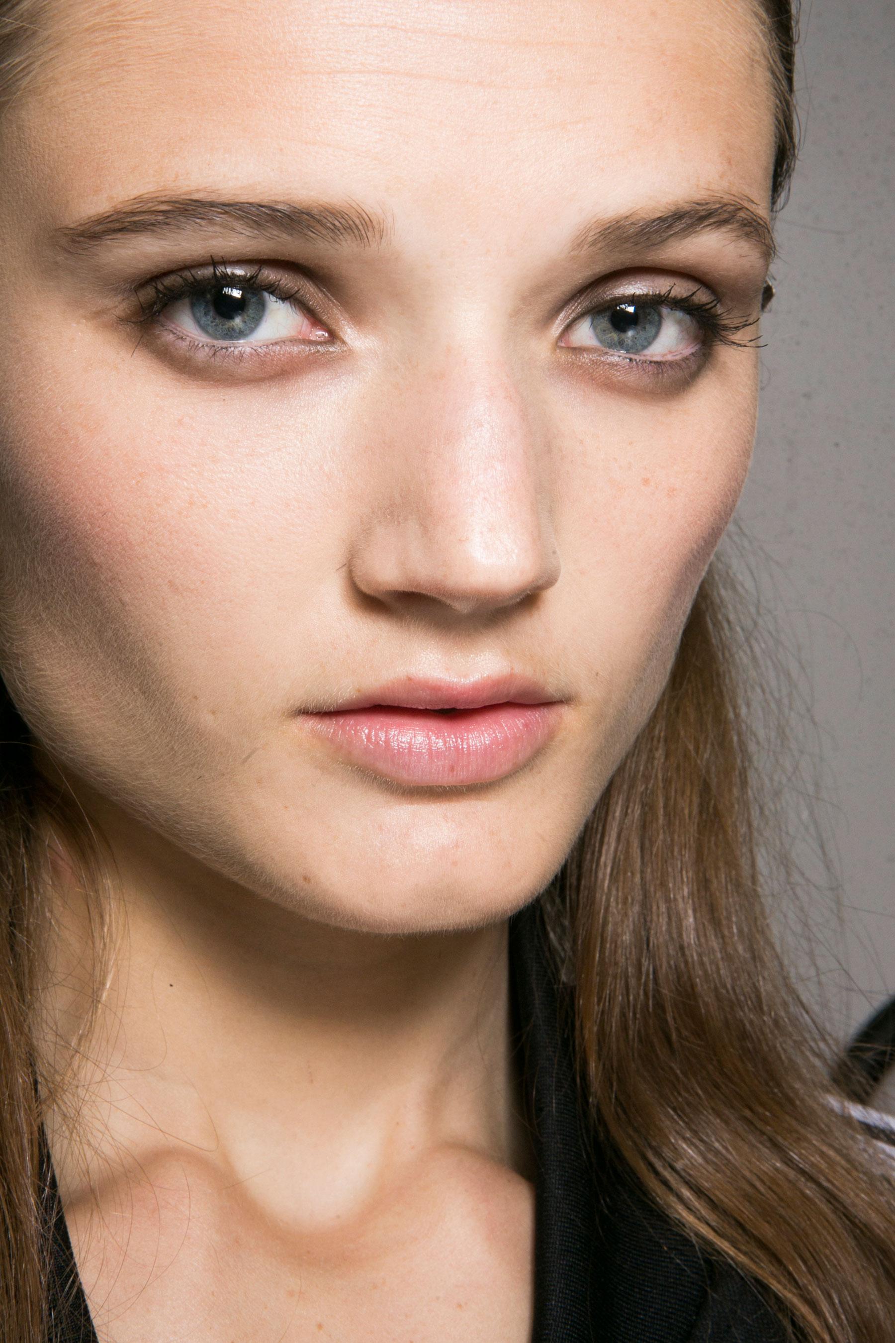 Roberto-Cavalli-Backstage-beauty-spring-2016-close-up-fashion-show-the-impression-028