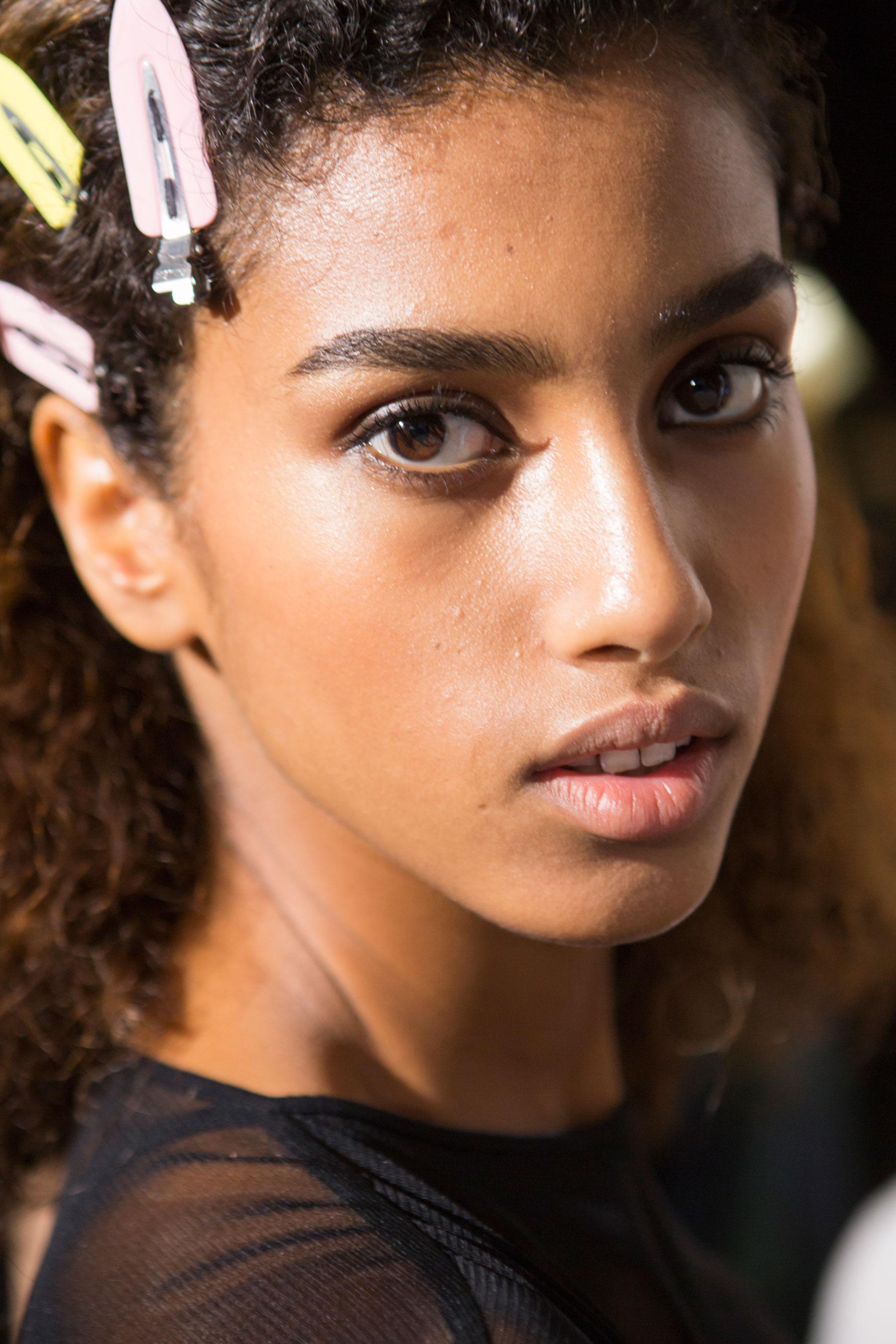 Roberto-Cavalli-Backstage-beauty-spring-2016-close-up-fashion-show-the-impression-077