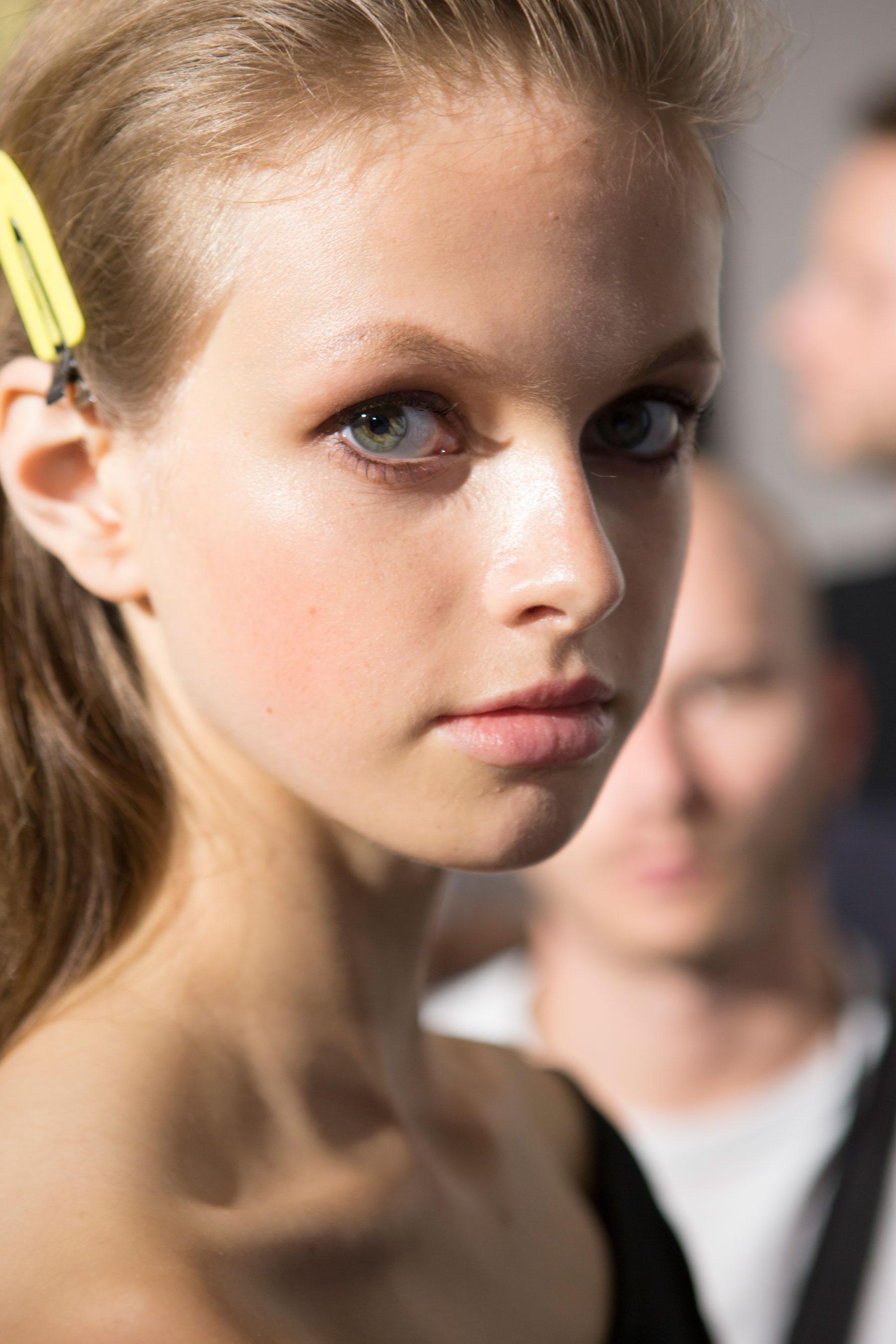 Roberto-Cavalli-Backstage-beauty-spring-2016-close-up-fashion-show-the-impression-078