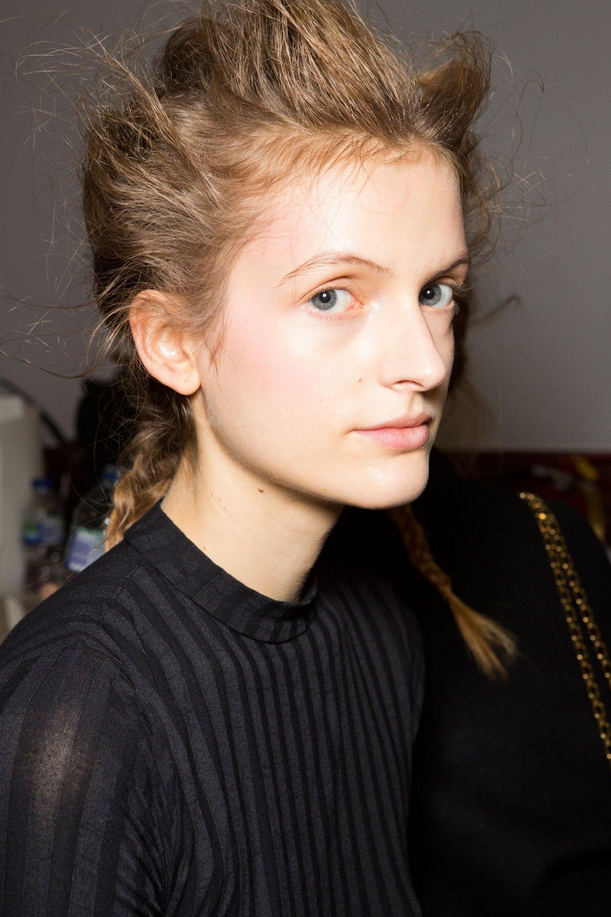 SIMONE-ROCHA-beauty-spring-2016-fashion-show-the-impression-030