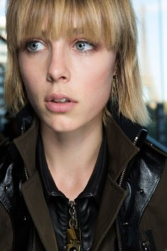 anthony-vaccarello-spring-2016-beauty-fashion-show-the-impression-22