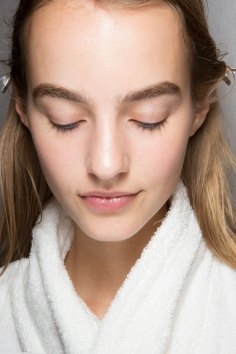 burberry-spring-2016-beauty-fashion-show-the-impression-50