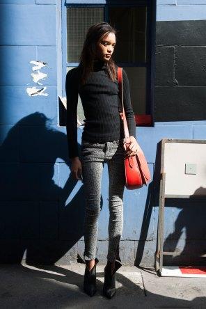 london-fashion-week-street-style-day-2-spring-2016-fashion-show-the-impression-020