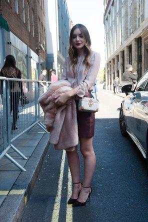 london-fashion-week-street-style-day-2-spring-2016-fashion-show-the-impression-058