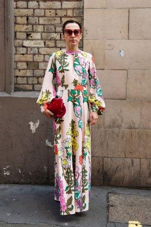 london-fashion-week-street-style-day-2-spring-2016-fashion-show-the-impression-078