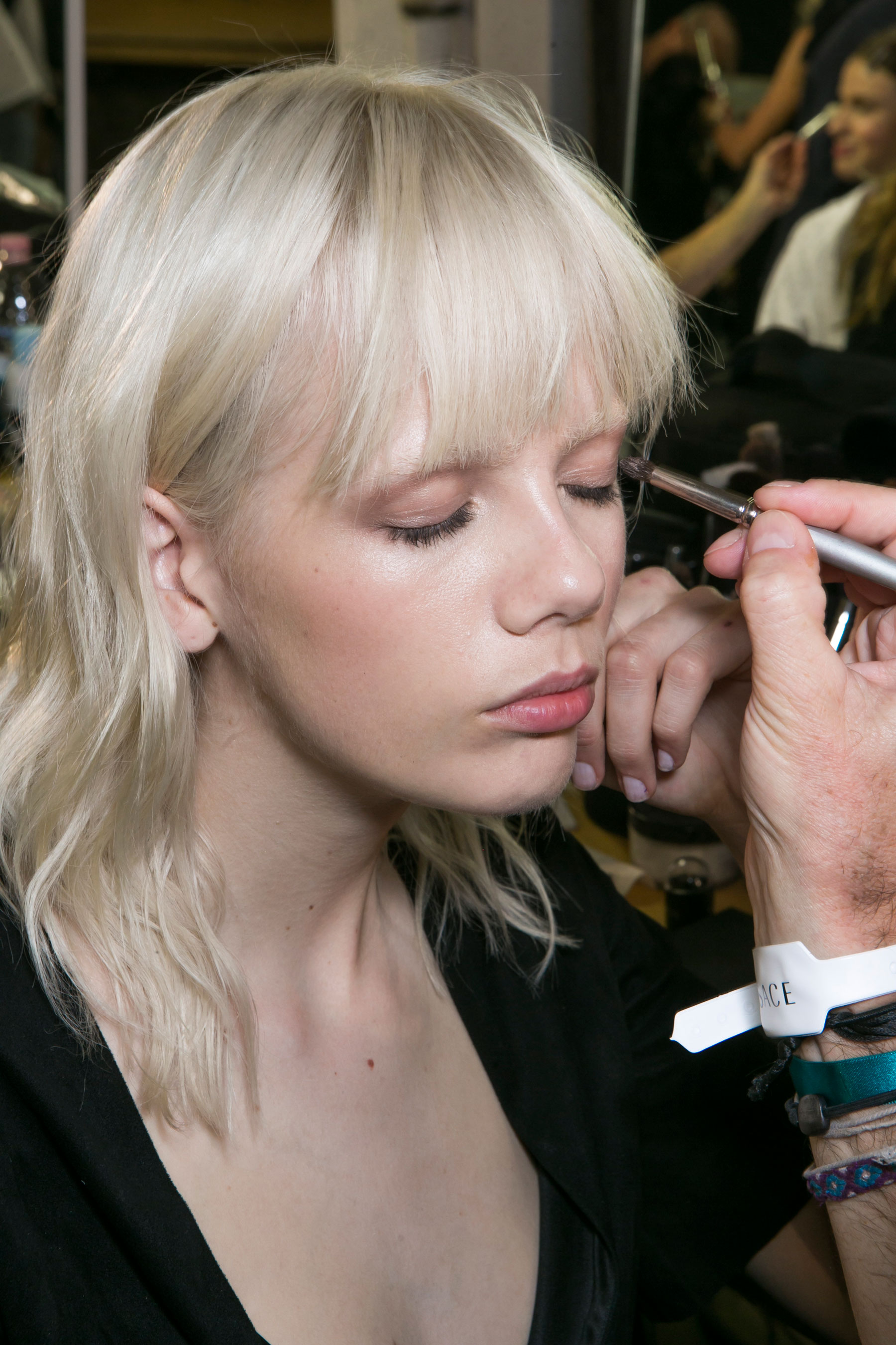 versace-backstage-beauty-spring-2016-fashion-show-the-impression-013