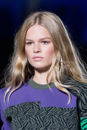 versace-runway-beauty-spring-2016-fashion-show-the-impression-006