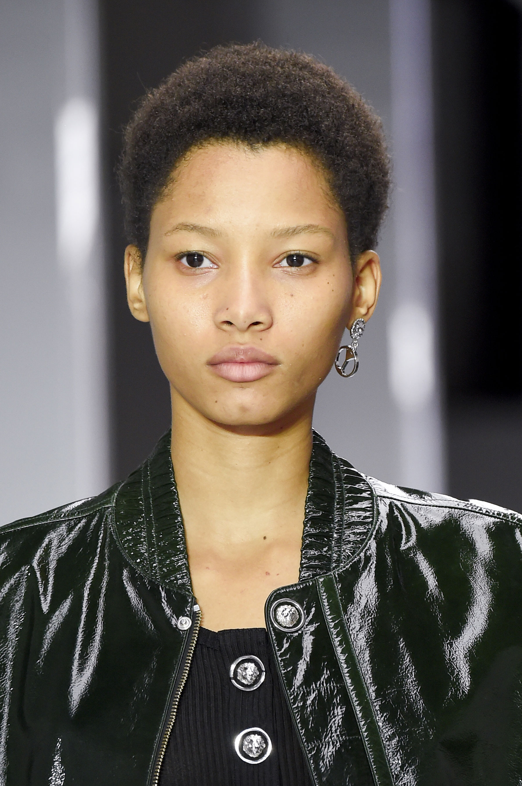 versus-runway-beauty-spring-2016-fashion-show-the-impression-008