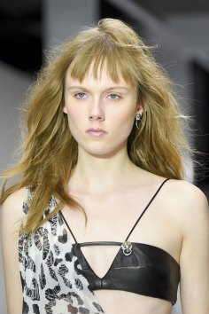 versus-runway-beauty-spring-2016-fashion-show-the-impression-011