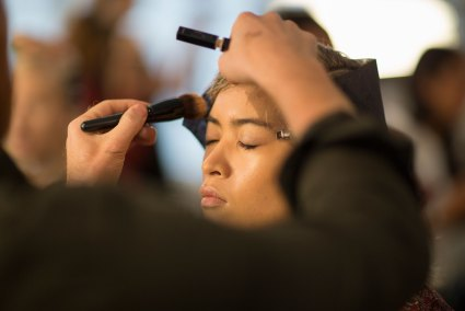 wes-gordon-backstage-beauty-spring-2016-fashion-show-the-impression-12