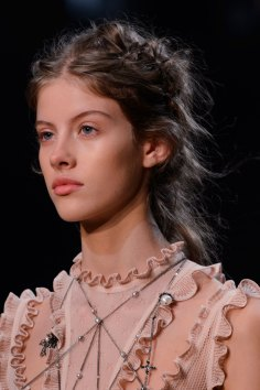 Alexander-McQueen-runway-beauty-spring-2016-fashion-show-the-impression-005