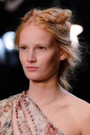 Alexander-McQueen-runway-beauty-spring-2016-fashion-show-the-impression-010
