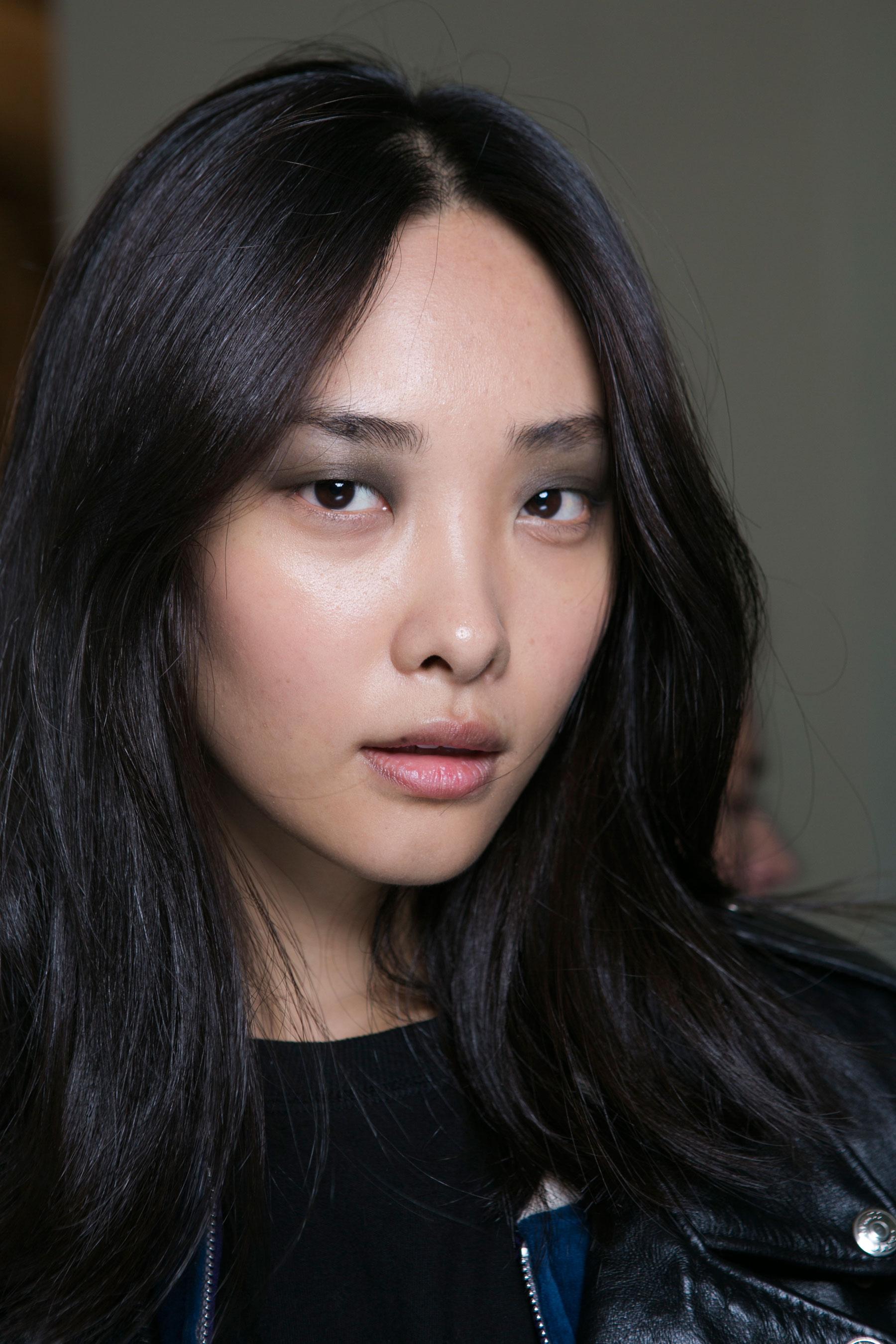 Barbara-Bui-spring-2016-beauty-fashion-show-the-impression-01