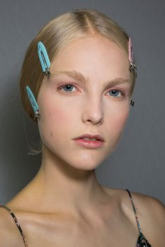 Dior-backstage-beauty-spring-2016-fashion-show-the-impression-002