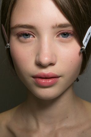 Dior-backstage-beauty-spring-2016-fashion-show-the-impression-012