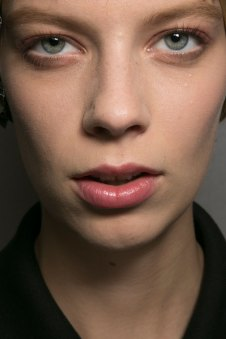 Dior-backstage-beauty-spring-2016-fashion-show-the-impression-021