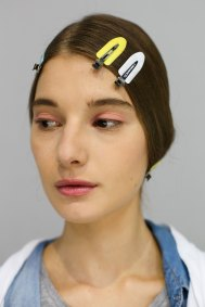 Dior-backstage-beauty-spring-2016-fashion-show-the-impression-057
